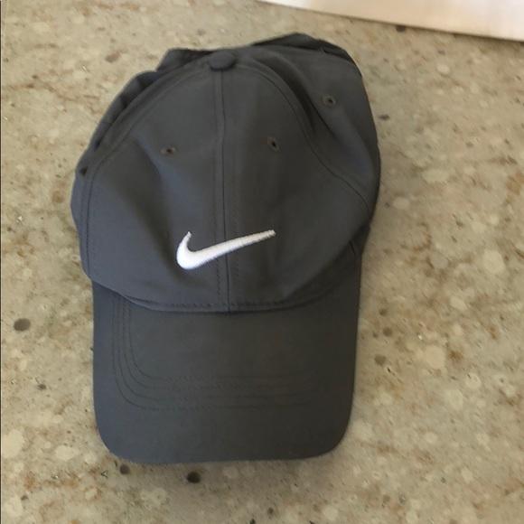21249230875 Nike golf hat. M 5bc4e2f2fe515110d28b8920